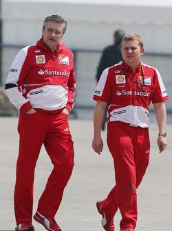 Pat Fry, Ferrari Deputy Technical Director and Head of Race Engineering with Lawrence Hodge, Ferarri Aerodynamics