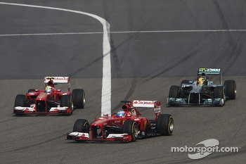 Fernando Alonso, Ferrari F138 takes the leads as Felipe Massa, Ferrari F138 passes Lewis Hamilton, Mercedes AMG F1 W04