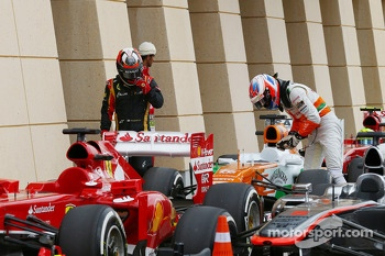 Kimi Raikkonen, Lotus F1 E21 and Paul di Resta, Sahara Force India VJM06 in parc ferme
