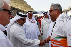 Dr. Vijay Mallya, Sahara Force India F1 Team Owner with HRH Prince Salman bin Hamad Al Khalifa, Crown Prince of Bahrain on the grid