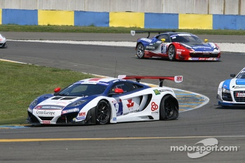 Flat tire for #9 Sébastien Loeb Racing Mc Laren MP4/12C: Nicolas Tardiff, Nicolas Marroc