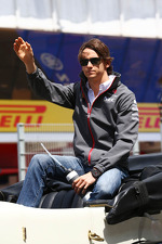 esteban-gutierrez-sauber-on-the-drivers-parade-2
