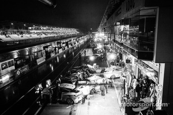 A busy pitlane during race interruption