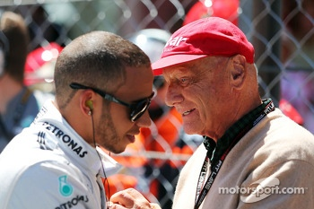 (L to R): Lewis Hamilton, Mercedes AMG F1 with Niki Lauda, Mercedes Non-Executive Chairman on the grid