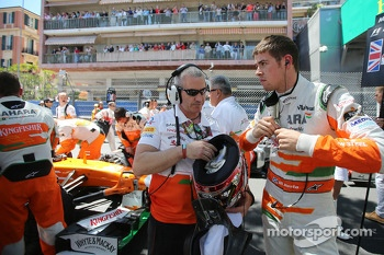 Paul di Resta, Sahara Force India F1 on the grid with Gerry Convy, Personal Trainer on the grid