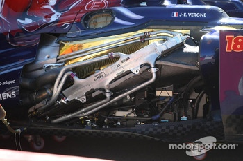 The damaged Scuderia Toro Rosso STR8 sidepod of Jean-Eric Vergne, Scuderia Toro Rosso