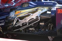 The damaged Scuderia Toro Rosso STR8 sidepod of Jean-Eric Vergne, Scuderia Toro Rosso