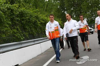 Paul di Resta, Sahara Force India F1 and Gianpiero Lambiase, Sahara Force India F1 Engineer walk the circuit