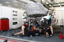 mechanics work on the car of Pepe Oriola, SEAT Leon WTCC, Tuenti Racing