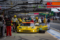 Pit stop for #73 Corvette Racing Corvette C6.R: Jordan Taylor, Antonio Garcia, Jan Magnussen