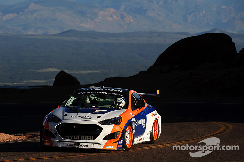 #98 Hyundai Genesis Coupe: Paul Dallenbach