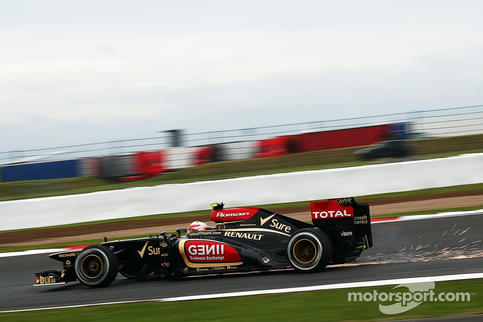 Sparks flying from Romain Grosjean, Lotus F1 E21