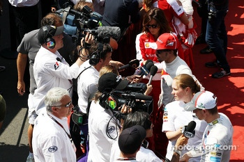 Nico Hulkenberg, Sauber and Fernando Alonso, Ferrari with the media