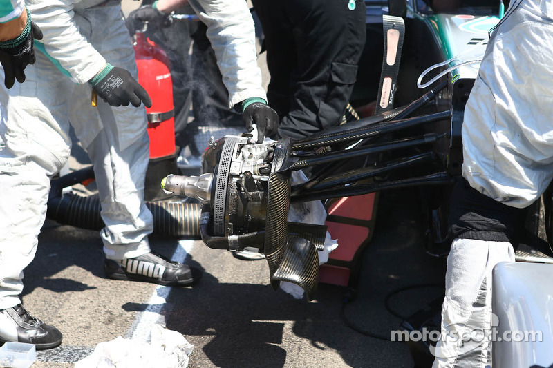 Lewis Hamilton, Mercedes AMG F1 with a brake issue on the grid