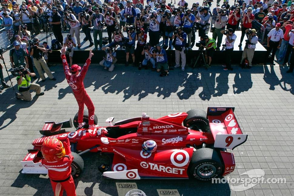 Scott Dixon, Target Chip Ganassi Racing Honda celebrates