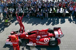Scott Dixon, Target Chip Ganassi Racing Honda celebrates