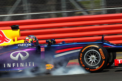 F1: Carlos Sainz Jr., Red Bull Racing RB9 Test Driver locks up under braking