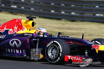 Sebastian Vettel, Red Bull Racing RB9 running sensor equipment on the sidepod
