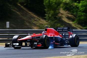 Max Chilton, Marussia F1 Team MR02 locks up under braking