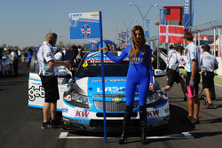 Grid Girl of Alex MacDowall, Chevrolet Cruze 1.6T, bamboo-engineering