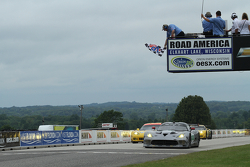 #91 SRT Motorsports Viper: Dominik Farnbacher, Marc Goossens take the GT win