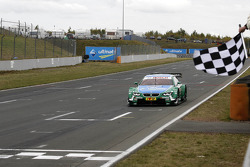 Checkered flag for Augusto Farfus, BMW Team RBM BMW M3 DTM