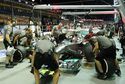 Lewis Hamilton, Mercedes AMG F1 W04 practices a pit stop