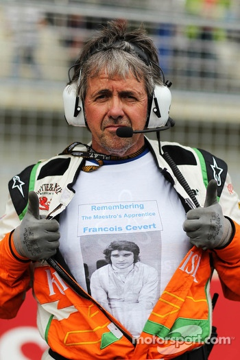 Neil Dickie, Sahara Force India F1 Team with a tribute to Francois Cevert, on the grid