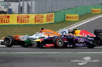Adrian Sutil, Sahara Force India F1 Team spins at the restart and hits Mark Webber, Red Bull Racing