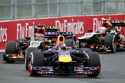 Sebastian Vettel, Red Bull Racing RB9 leads Kimi Raikkonen, Lotus F1 E21