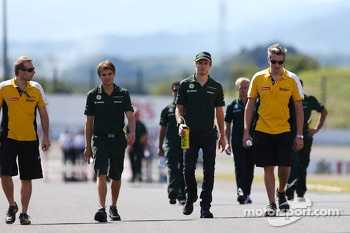 Charles Pic, Caterham walks the circuit
