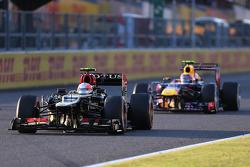 Romain Grosjean, Lotus F1 Team and Mark Webber, Red Bull Racing