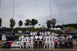 BMW Team RLL photoshoot: Dirk Müller, John Edwards, Bill Auberlen, Maxime Martin, Jörg Mu_ller, Uwe Alzen with Bobby Rahal and team members