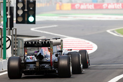 Nico Hulkenberg, Sauber C32 and Sebastian Vettel, Red Bull Racing RB9