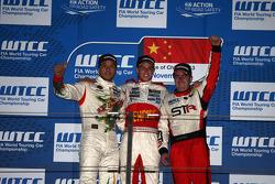 Yokohama Trophy, 1st position James Nash, BMW 320 TC, PB Racing and 3rd position Tom Boardman, SEAT Leon WTCC,  Special Tuning Racing