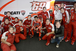 Nicky Hayden's team plays a joke