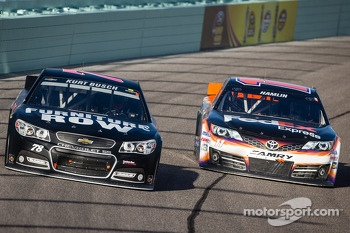 Kurt Busch, Furniture Row Racing Chevrolet and Denny Hamlin, Joe Gibbs Racing Toyota