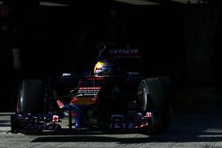 Jean-Eric Vergne, Scuderia Toro Rosso STR9 leaves the pits