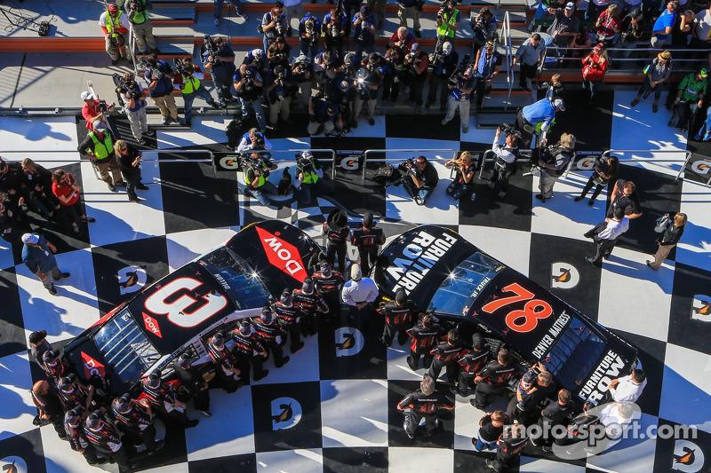 Austin Dillon, Richard Childress Racing Chevrolet and Martin Truex Jr., Furniture Row Racing Chevrolet