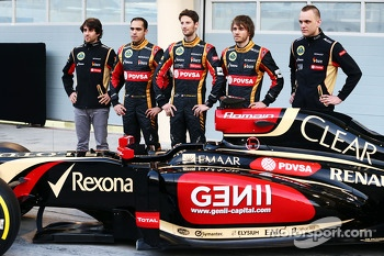 (L to R): Nicolas Prost, Charles Pic, with Romain Grosjean, Lotus F1 Team and team mate Pastor Maldonado, Lotus F1 Team Lotus as the F1 E22 is officially unveiled