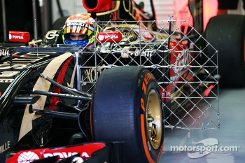 Pastor Maldonado, Lotus F1 E21 running sensor equipment