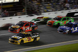 Ryan Newman, Richard Childress Racing Chevrolet and Tony Stewart, Stewart-Haas Racing Chevrolet