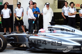Jenson Button, McLaren MP4-29 watched by Sheikh Mohammed bin Essa Al Khalifa, CEO of the Bahrain Economic Development Board