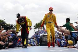 Michael Annett, Tommy Baldwin Racing Chevrolet and Joey Logano, Team Penske Ford