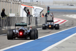 Nico Rosberg, Mercedes AMG F1 Team and Kevin Magnussen, McLaren F1