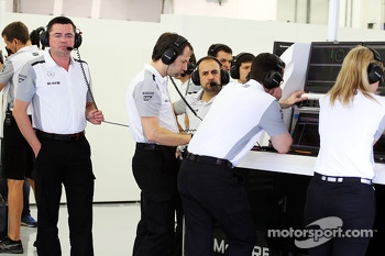 Eric Boullier, McLaren Racing Director, next to Ciaron Pilbeam, McLaren Chief Race Engineer