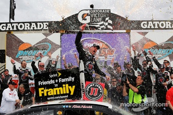 Race winner Kevin Harvick, Stewart-Haas Racing Chevrolet