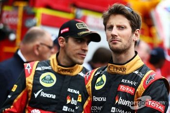 (L to R): Pastor Maldonado, Lotus F1 Team and Romain Grosjean, Lotus F1 Team on the drivers parade