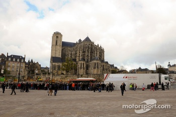 Audi sets up on the Place des Jacobins