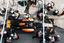 Nico Hulkenberg, Sahara Force India F1 VJM07 pit stop
